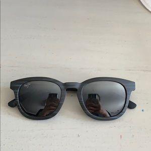 Black, round Maui Jim's, 48 mm
